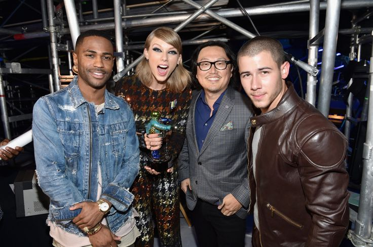 Taylor, Joseph Kahn, Big Sean, and Nick Jonas at the 2015 VMAs