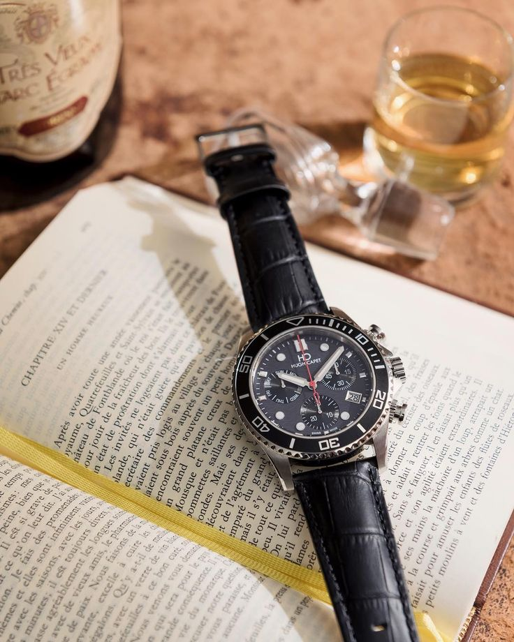 A happy man is a man who has the time to finish his daily work spend time with his family and enjoying a little reading time in the evening before calling it a night. Our Master model PL44051.04 combining the best of French style with Swiss Made quality available now online via our website linking on our Instagram profile. #HughCapet #SwissMade  L'homme heureux est celui qui a le temps de finir son travail quotidien passer du temps avec sa famille et profiter d'un moment de lecture avant de…