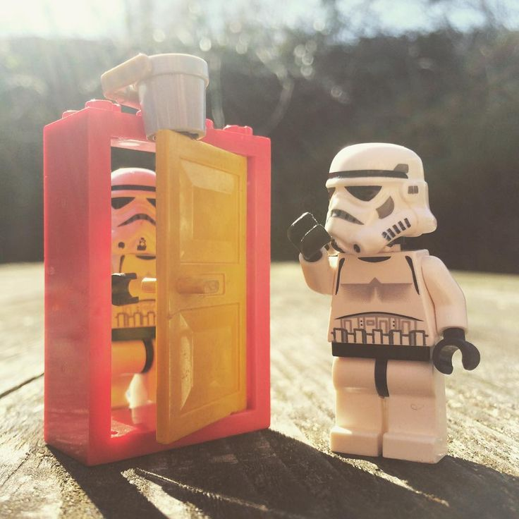April Fools! #aprilfools #bucket #water #prank #door #hihi #haha #fun #outdoors #april1st #sun #lol #lmao #starwars #starwarslego #starwarslegos #lego #legostarwars #stormtrooper #stormtrooperslife #bob #iphonography #365project #day98