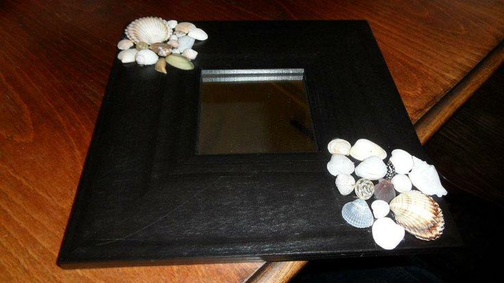 Mirror with seashells