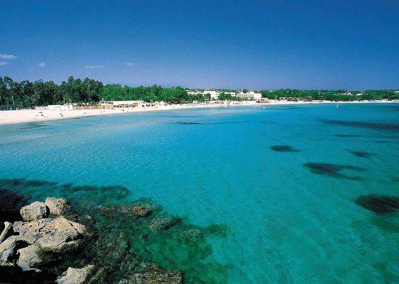 Sicilia - Cassibile/Fontane Bianche - Fontane Bianche Resort *** ungo un tratto di costa tra i più affascinanti della Sicilia, il complesso sorge in posizione eccezionale che lo rende punto di partenza privilegiato per >> Futura Vacanze