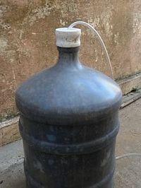 Uma bombona grande é ideal para a produção do Biofertilizante