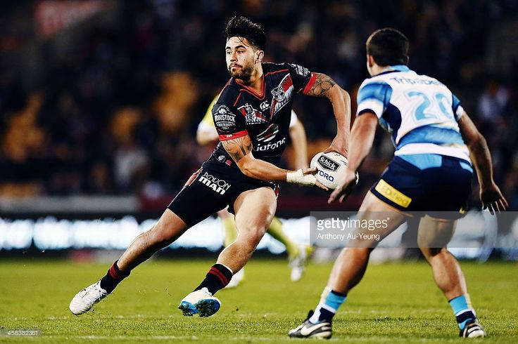 Shaun Johnson of the Warriors makes a run against Cameron Cullen of the Titans during the round 17 NRL match between the New Zealand Warriors and the Gold Coast Titans at Mt Smart Stadium on July 2, 2016 in Auckland, New Zealand.
