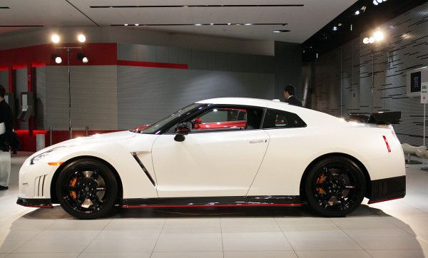 2015 Nissan GT R white side details 600x362 2015 Nissan GT R Specs Review with Images