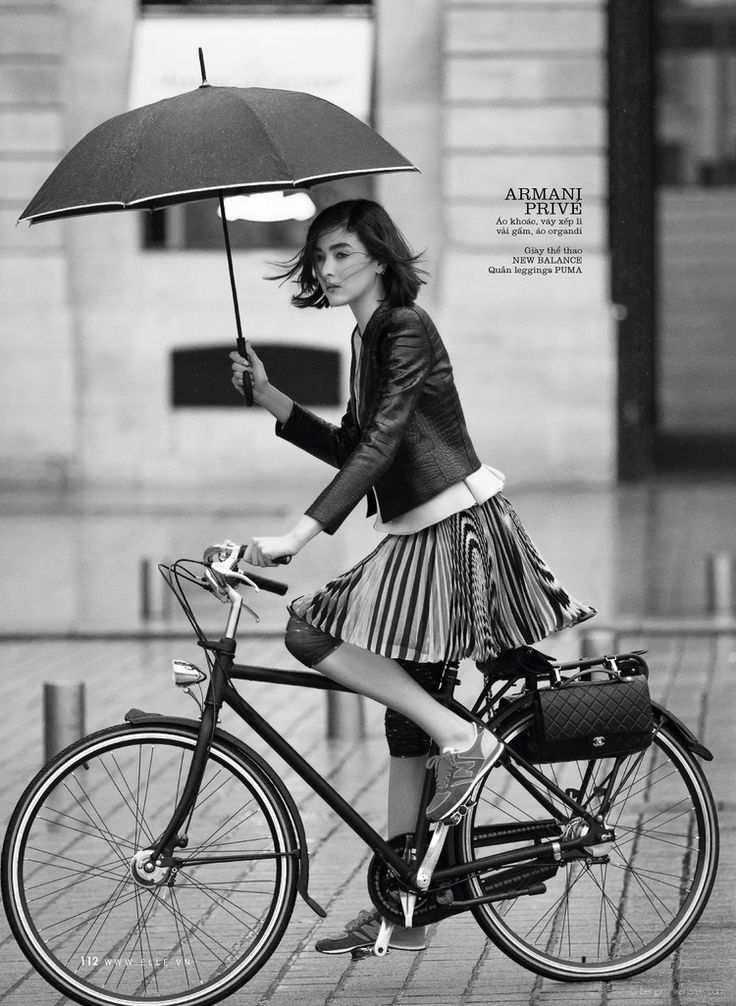The fashion story is a simple tale of a new-fangled Parisian princess.  Environmentally conscious and committed to sustainable shopping practices,  our heroine eschews the motorcade for an elegant city bike (by Chanel, of  course!).