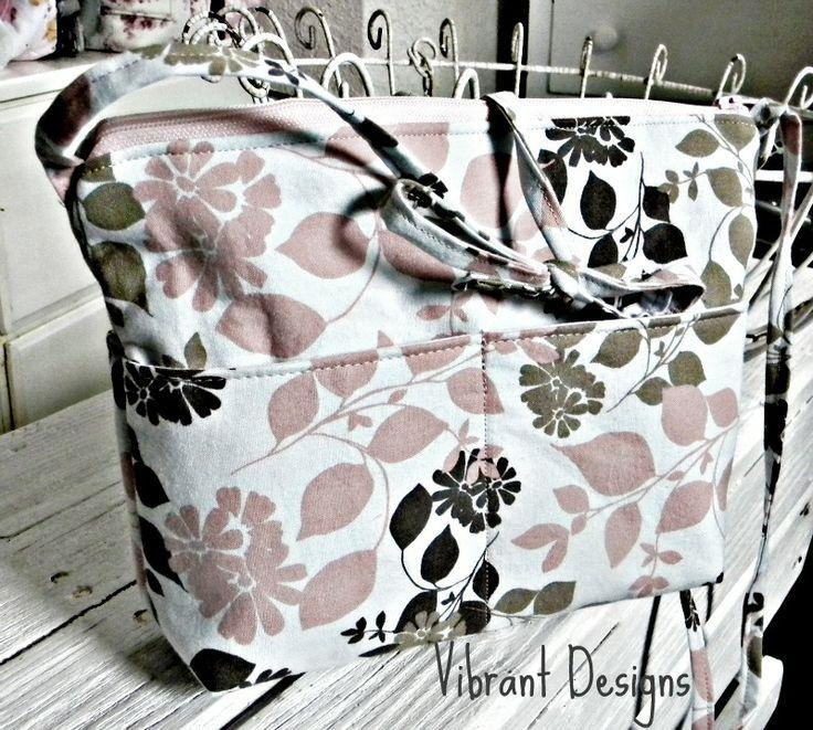 Vibrant Designs: Crossbody Hipster--TUTORIAL!
