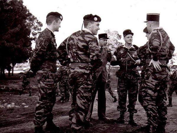 1er Rep Lieutenant Roger Degueldre Et Le Commandant Helie De Saint Marc Helie De Saint Marc Michel Saint