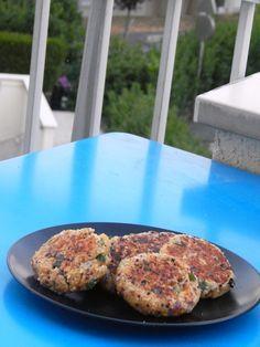 Recette facile de steaks vegetariens à base de quinoa, idéals pour remplacer un steak de boeuf dans des burgers.