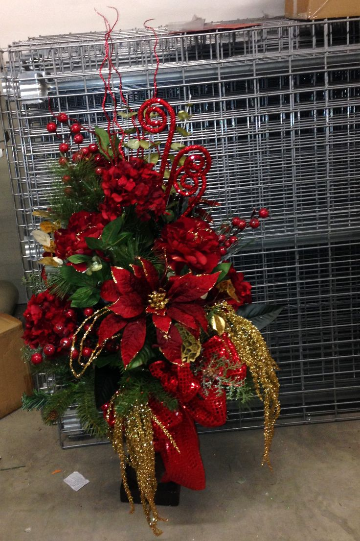 entrance way floor Christmas design red and gold