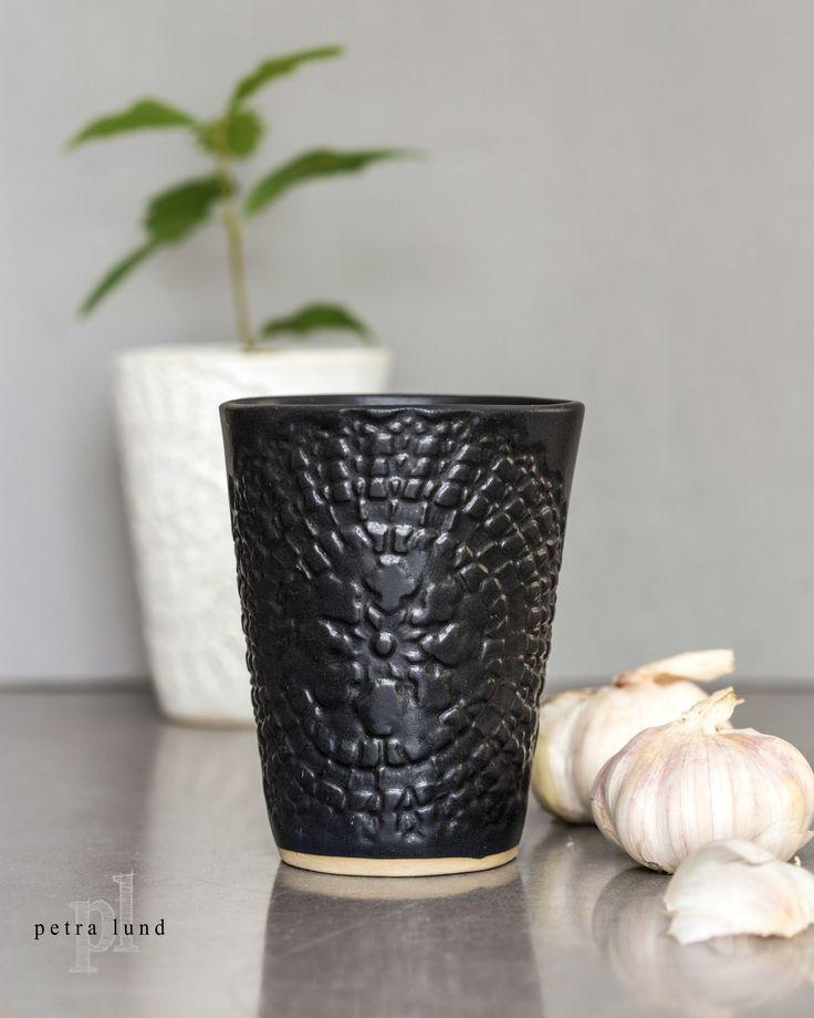 Petra Lunds Lera - ETHNIC keramik mugg svart
