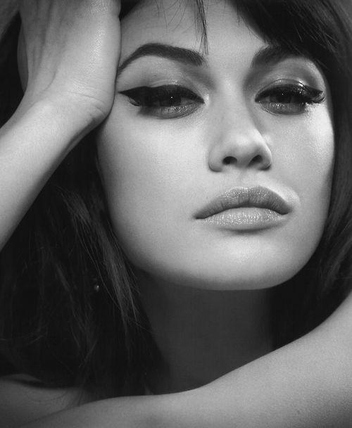 Olga Kurylenko es una modelo y actriz franco-ucraniana. Se dio a conocer y adquirió fama internacional tras interpretar su papel de Chica Bond en la película Quantum of Solace.