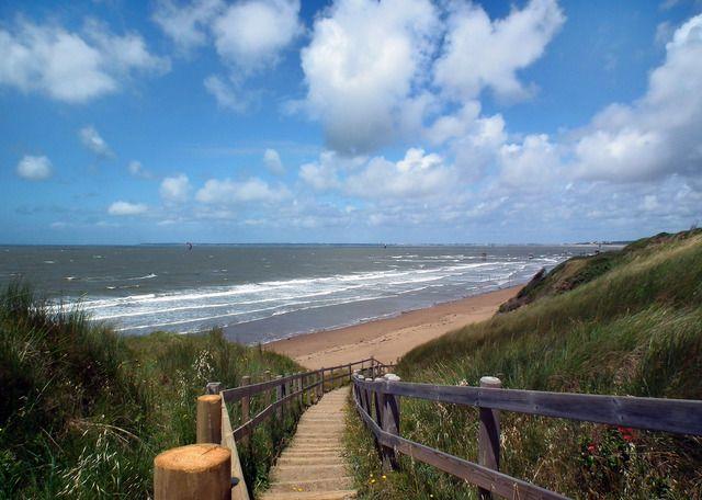 Photo : La plage en direct,  Mers et plages, Vagues, Escaliers, Saint michel chef chef. Toutes les photos de Jean SAUVAGET sur L'Internaute