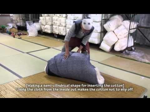 [Futon Tokyo] Futon Craftsman Series - Japanese Mattress (Shikibuton) - YouTube