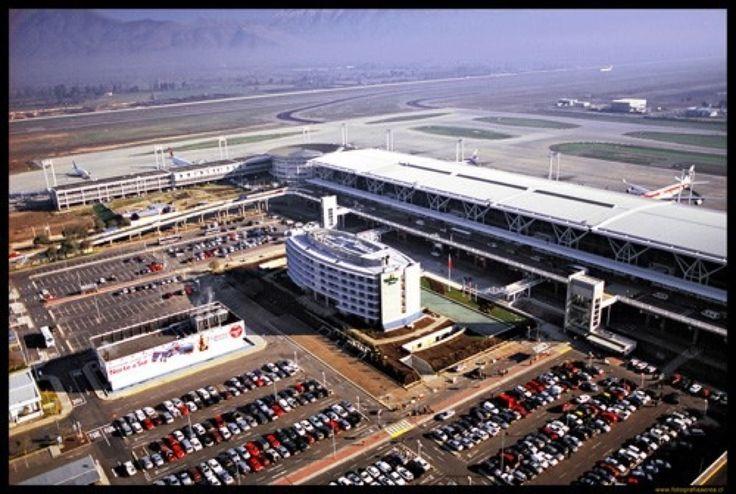 Aeropuerto Internacional Comodoro Arturo Merino Benítez (SCL) in Pudahuel, Metropolitana de Santiago de Chile.  i voy de kentucky a Chile . Se trata de un vuelo del avión 13 horas . Cuesta 2.000 dólares , voy a salir a las 6 y llegar a las 7
