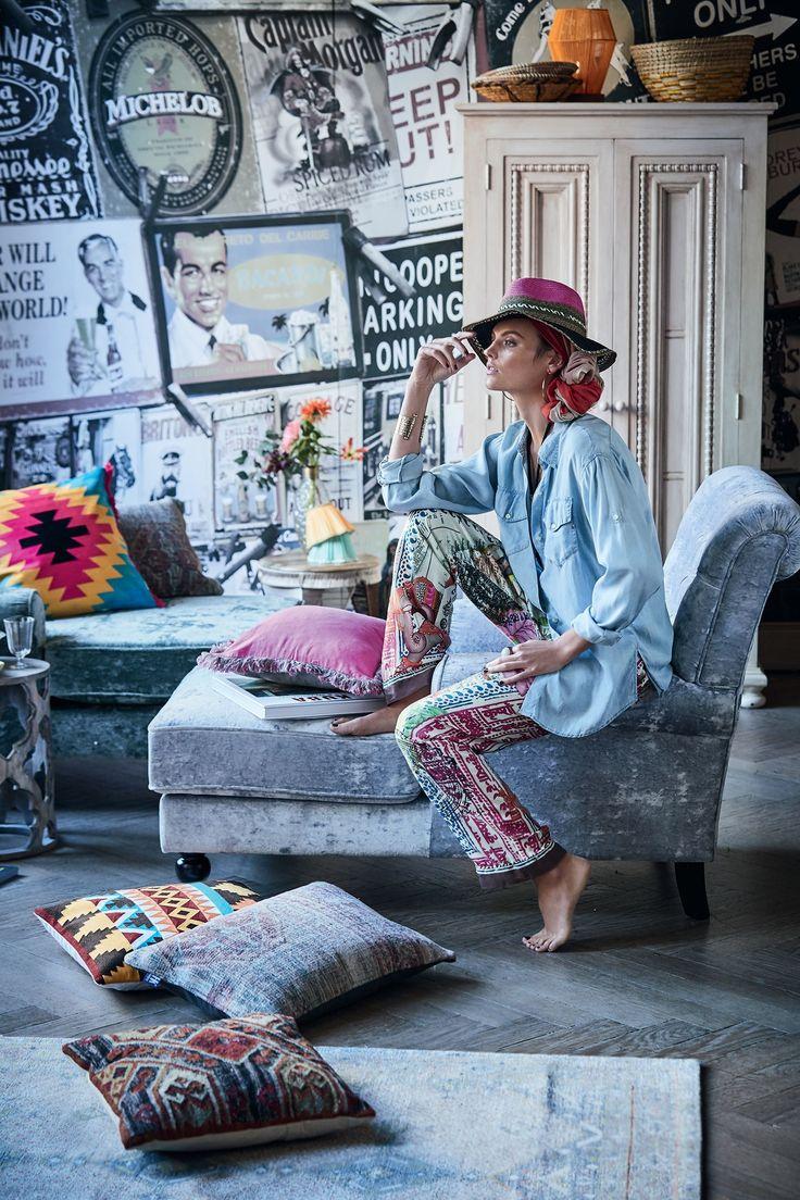 Farbflash für die Couch - Die Kissen im angesgaten Boho Look bringen frische Frabe in die eignenen vier Wände.