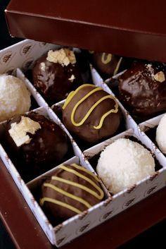 разные конфеты = кокосово-творожные, пралине, чернослив в шоколаде