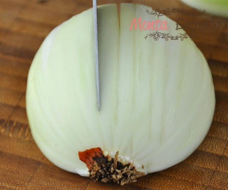Você sabe cortar cebola? A Cebola e alho, são os temperos mais usados na cozinha do nosso dia a dia. Exatamente por isso, é super importante saber corta-los! É claro que todo mundo já sabe, dese…