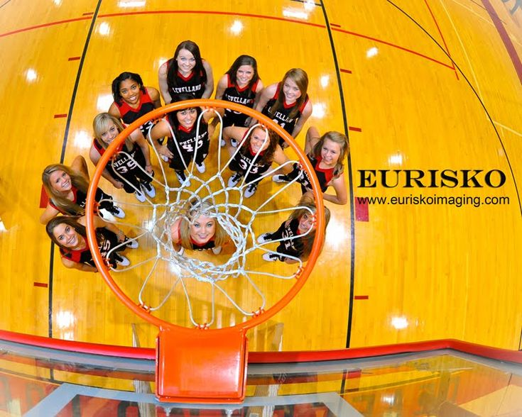 I want to do this with our Sunlake Varsity team before season is over!!!! I love this picture!! eurisko Photography Blog: Leveland Girls BasketBall Team Loboettes