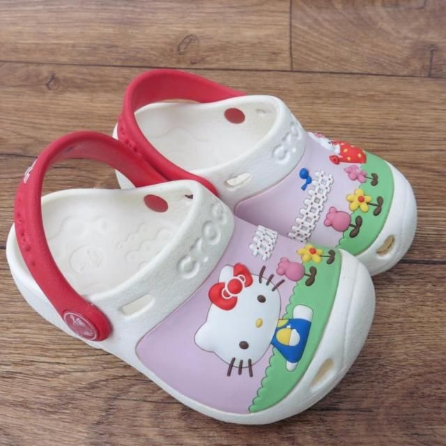 SIZE UK INFANT 6 - 7 CROCS HELLO KITTY WHITE RED BEACH SHOES CLOGS SANDALS | eBay