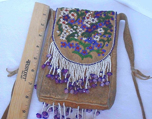 208 best beaded bags images on pinterest hand crafts for Native american handmade crafts