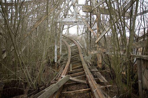 creepy abandoned theme parks