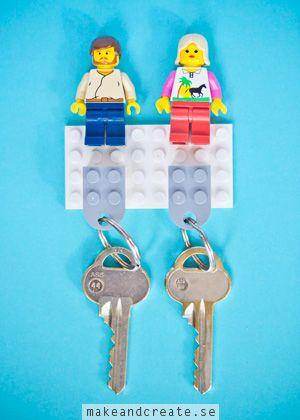 Nyckelhållare av legoMed två legotokiga tjejer hemma blir man lätt lite legofantast själv. När jag såg den här roliga nyckelhållaren hosminieco.co.uk,och insåg att jag...