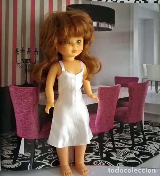 Vestido lencero Sisley o combinacion lencera de satén blanco para Nancy, muñeca no incluida