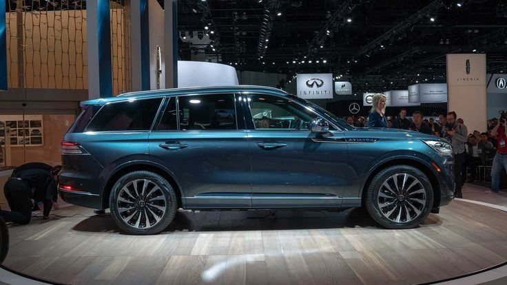 what does the 2020 lincoln aviator vs volvo xc90 look like