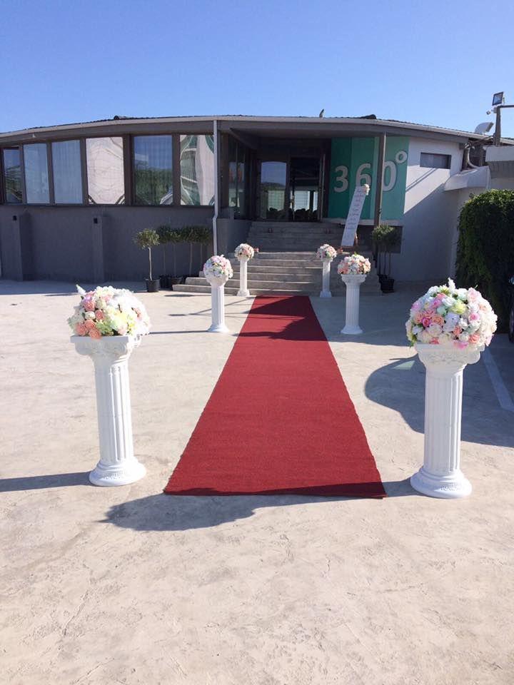 Urmează un eveniment important în viața ta ? Lasă-ne să te ajutăm să-ți îndeplinești visul ! Restaurantul 360 Lounge iți oferă o locație deosebită cu deschidere la malul mării unde te poți bucura de până la 200 de invitați pentru orice tip de eveniment privat (nuntă, cununie civilă în aer liber pe terasă cu piscină sau pe plajă, botez, logodnă, aniversare, majorat) sau corporate (seminarii, conferințe, ședințe, aniversări, petrecere crăciun, workshop-uri, team building-uri, evenimente media)