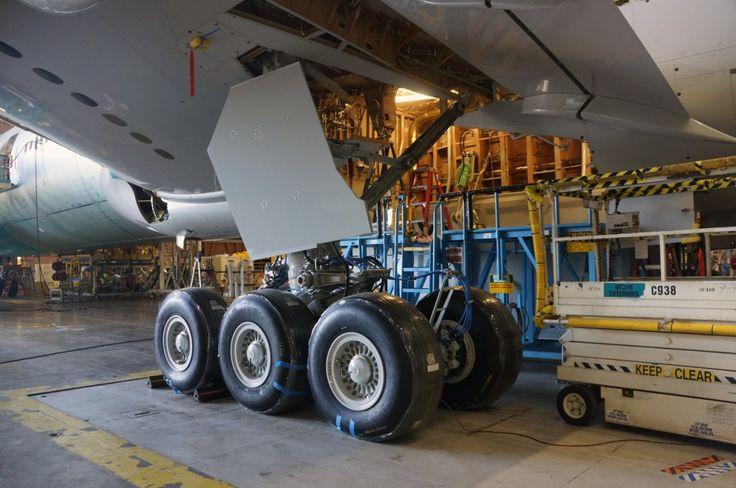Everett Boeing 777 factory - landing gear