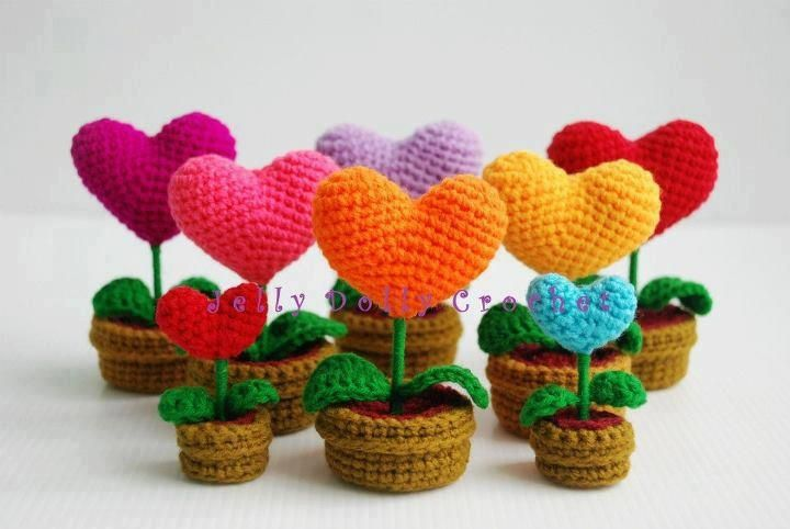Crochet Blooming Heart flower plants in pots, so cute for valentines day #hearts #rainbow
