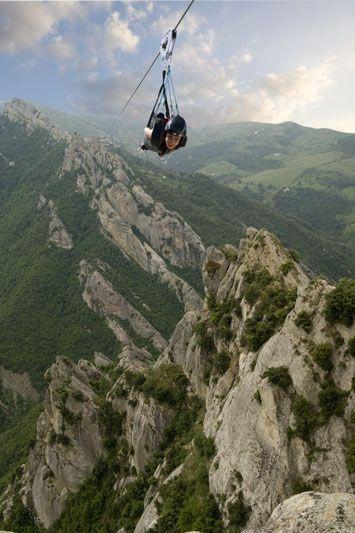 Volo dell'Angelo, tra le Dolomiti Lucane: 80 secondi a 1000 metri d'altitudine fino a 120 km orari. #Basilicata #Castelmezzano #Pietrapertosa