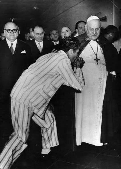Pope John XXIII with a prisoner