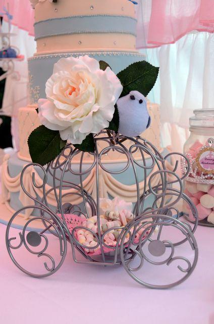 Decorations at a Cinderella Party #cinderella #partydecor