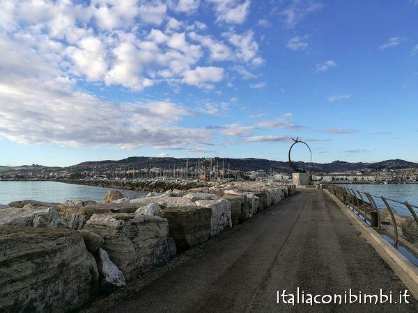 Passeggiata al molo sud di San Benedetto del Tronto - Marche  - Italy