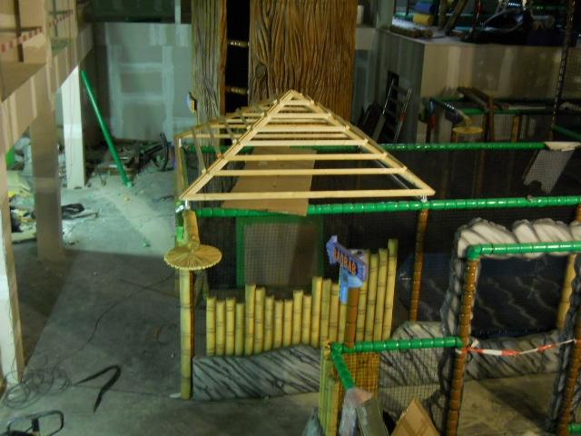"Play Mart - Struttura di gioco a tema ""Jungla"" in fase di costruzione"