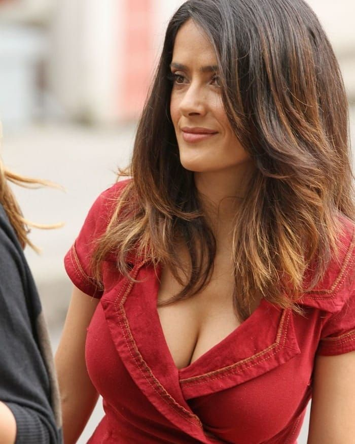 Amature sweetheart cleavage