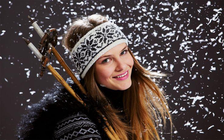 In dieser Anleitung lernst du, wie du ein Stirnband in einem fantastischen Norwegermuster stricken kannst, mit dem du geschützt durch kalte Tage kommst.