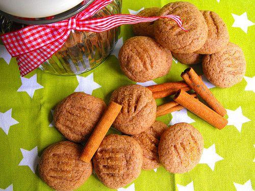 Hoje trago comigo uma receita de biscoitos. Já não apareciam por aqui há algum tempo. Adoro biscoitos caseiros, mas nunca ganhei o hábito ...