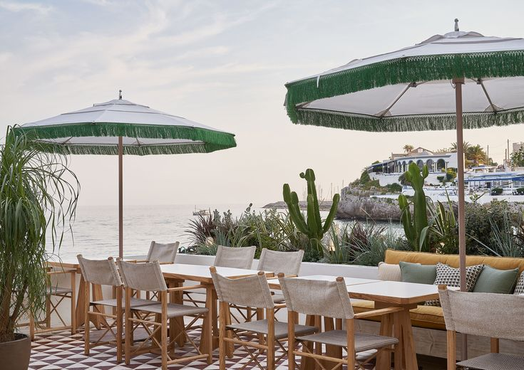 Nostalgic seaside larks from the Soho House group, which has taken over a Fifties hotel 30 minutes outside the city Soho House Barcelona, Barcelona Hotels, Barcelona Spain, Sitges, Top Hotels, Beach Hotels, Gaudi, Bar Piscina, Soho House Group
