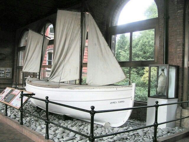James Caird The James Caird, from Ernest Shackleton's 1916 open boat journey, now on display at Dulwich College, South London Category:Images of boats