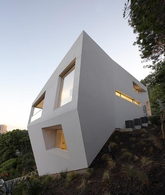 White Minimalistic Architecture House by Johnston Marklee