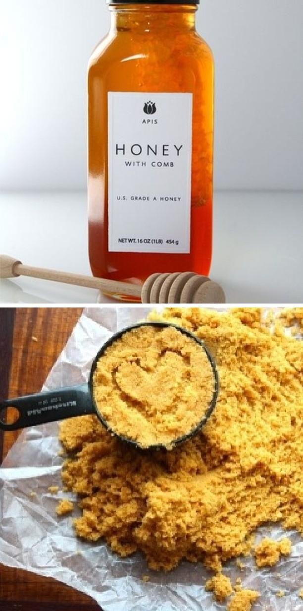 Exfoliant naturel à base de miel et de sucre brun : Le miel a des antioxydants naturels, de sorte qu'il fonctionne comme un grand exfoliant. Mélanger 2 cuillères à soupe de miel avec 1 cuillère à soupe de sucre brun. Mélangez pour obtenir une pâte, puis frottez doucement sur le visage. Prenez un chiffon humide et tiède et placer le sur le visage pendant 7-10 minutes. Rincez à l'eau tiède et hydrater pour éviter le dessèchement.