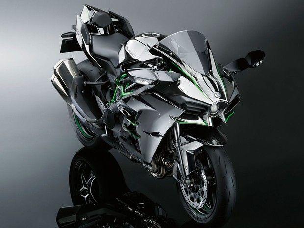 Kawasaki Ninja H2 é esportiva de 4 cilindros e 998 cc, que utiliza compressor (Foto: Divulgação)