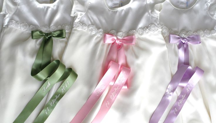 trilling dopklänningar med broderi, triplets christening gowns, dåpskjoler