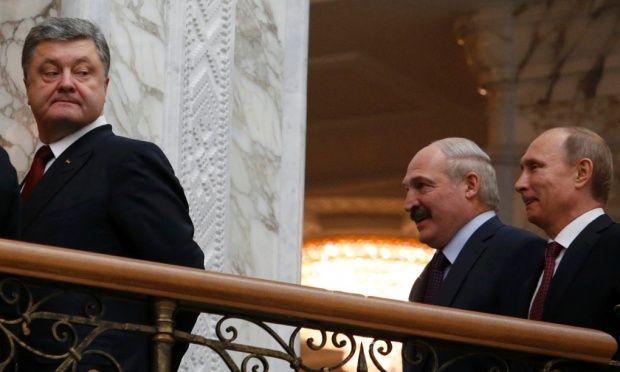 Ukraininan President Petro Poroshenko is followed by Belarussian President Alexander Lukashenko and Russian President Vladimir Putin at the talks in Minsk.