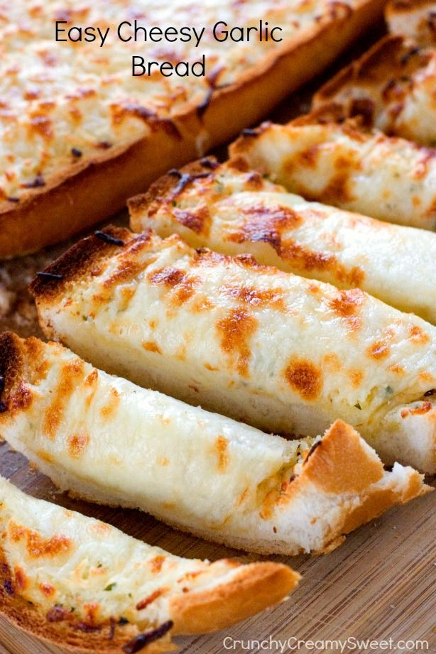 Easy Cheesy Garlic Bread - perfect to go with pasta dishes or soups! So easy and so good, you won't be able to stop eating it! #recipe #bread #cheese