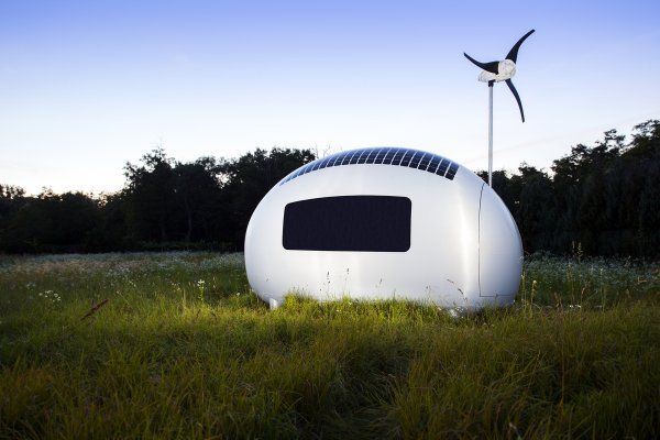 Futuristický tvar je súčasne praktický - dobre odvádza vodu, ktorá sa v nádrži recykluje. Snímka: Tomáš Manina