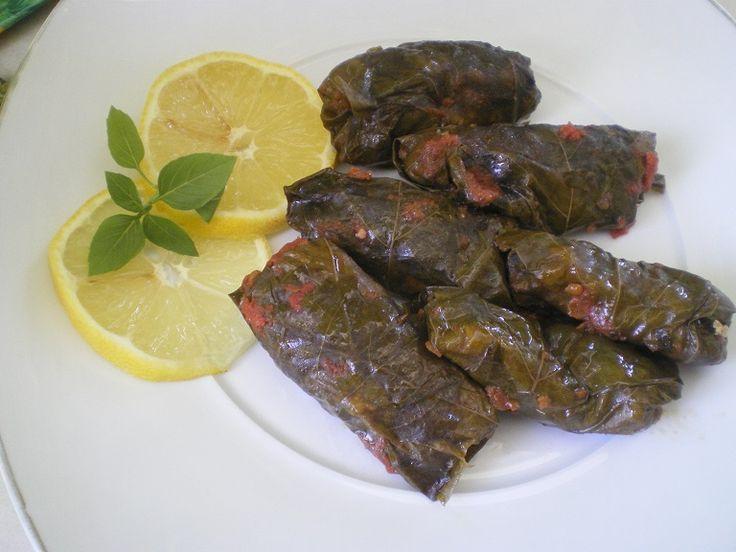 Blog post at Κοπιάστε .. στην Κουζίνα μου :   Τα κουπέπια, όπως τα λέμε στην Κύπρο, είναι ντολμαδάκια γεμισμένα με ρύ�[..]