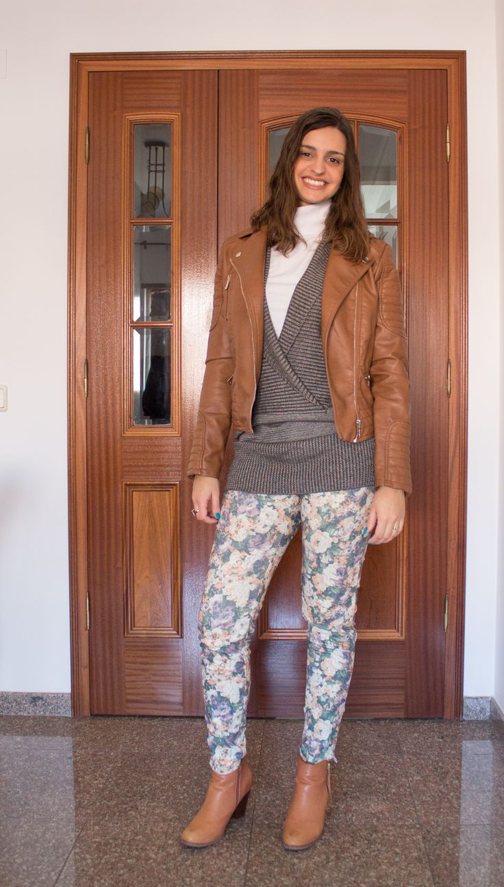 Calça estampada, pullover e jaqueta de couro (falso) / Printed pants, pullover and letter jacket (fake)